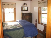 Downstairs Bedroom- 2 twins NW-Views Mtns & Horses