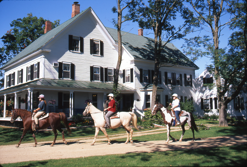 Farm by the River Bed and Breakfast with horseback riding, New Hampshire