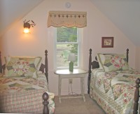 Upstairs Bedroom- 2 twins SW Views to Mtns. & Horses