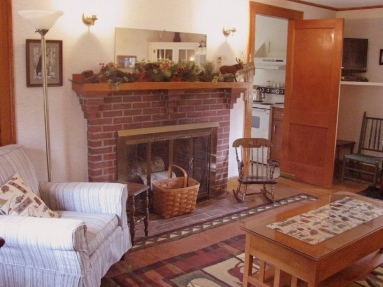 Alpine Moose Cottage, North Conway, NH Living Room with Gas Fireplace