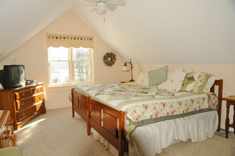 Alpine Moose Cottage-Master bedroom suite-vacation house, North Conway, NH
